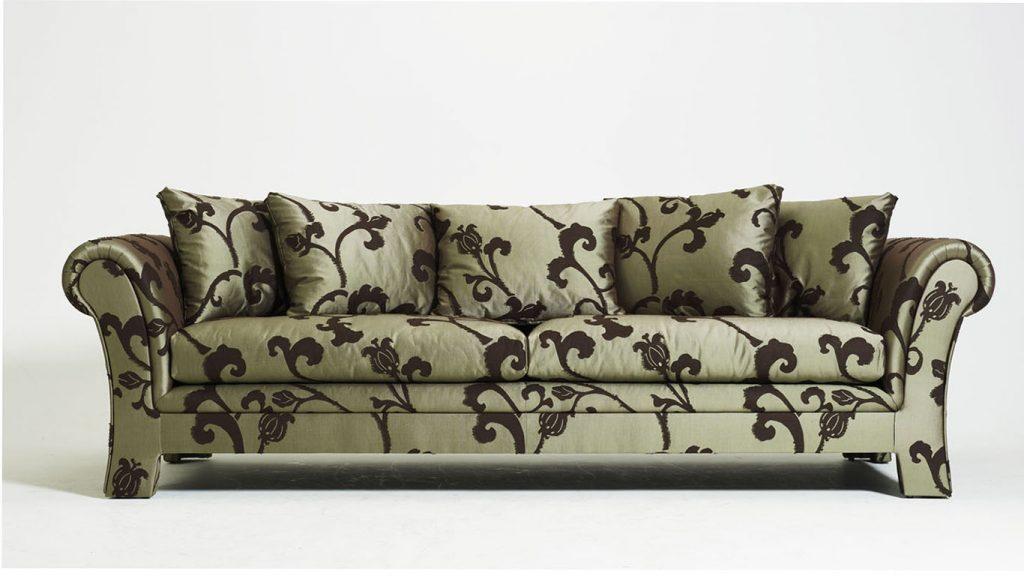 Sofa mit Muster, klassisch